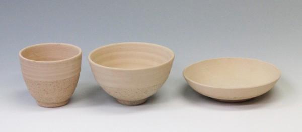 お湯呑、お茶碗、お皿、シンプルな形で使い勝手のよい3つの形から選んで自由に絵付けして下さい。