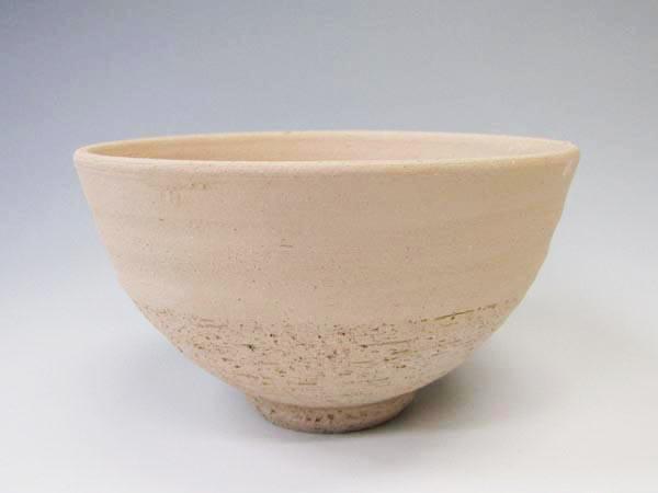 お急ぎの方向けの絵付けプランは用意してある生地に描くだけで最短3日でオリジナルのお茶碗が作れます。