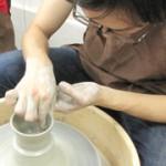 陶芸が初めての方でも電動ロクロに挑戦できる一日陶芸体験