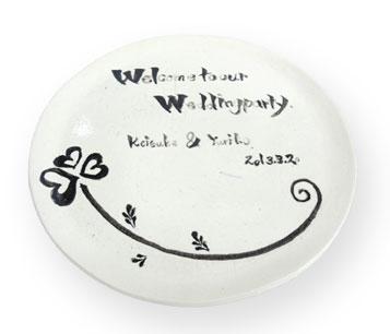 挙式の後もお皿に使える陶器のウェルカムボードはいかがですか?